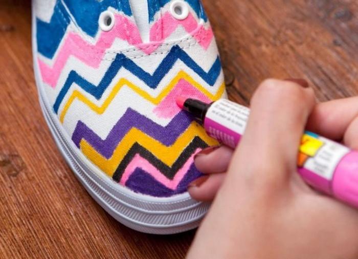 как покрасить кросовки фломастером