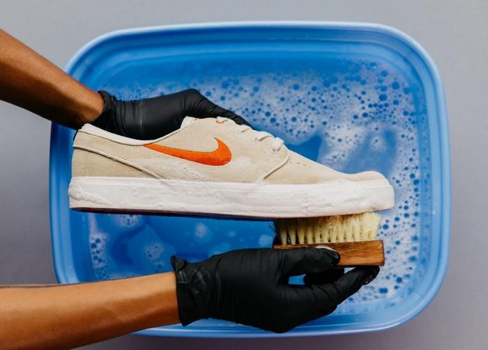 помыть кроссовки