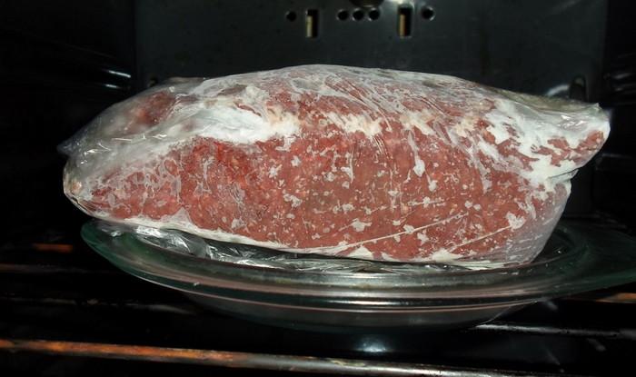 Разморозка мяса в духовке