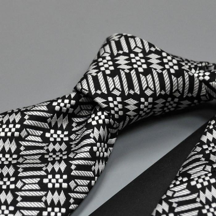 черно-белый мужской галстук