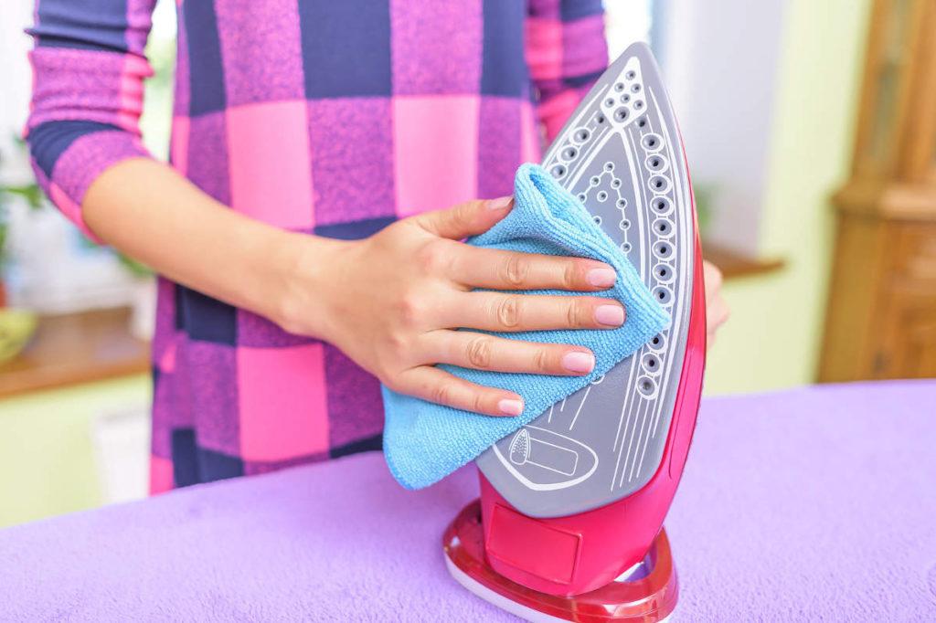 как почистить подошву утюга в домашних условиях быстро и эффективно
