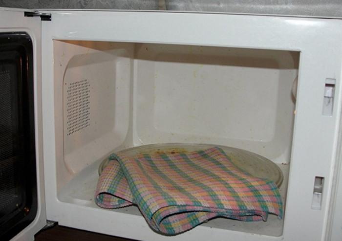 отбелить кухонные полотенца в свч