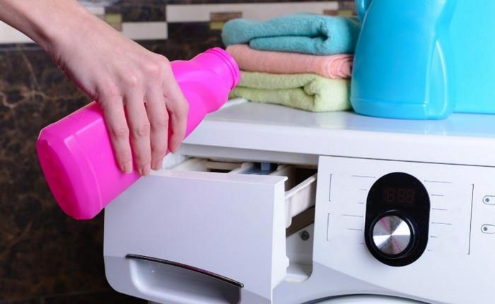 стирка в стиральной машине с пятновыводителем